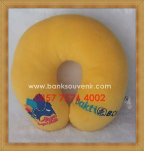Bantal Leher Souvenir Promosi Bank BCA