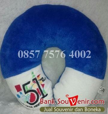 bantal leher souvenir 51 thn Bulog
