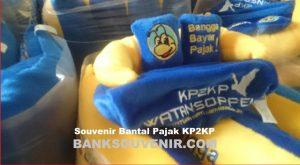 Souvenir Bantal