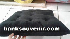 Bantal Sofa Kotak Hitam
