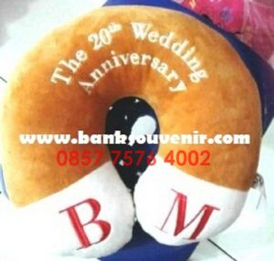 Bantal Leher Souvenir Wedding BM