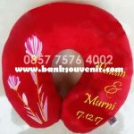 Bantal Leher Souvenir Wedding