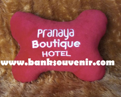 souvenir bantal mobil Pranaya Boutique Hotel
