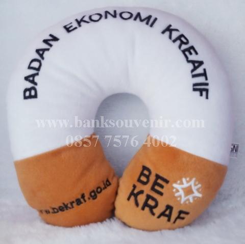 Souvenir bantal leher Be Kraf