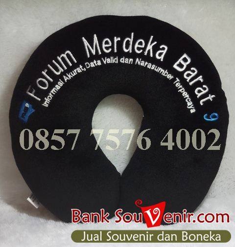 Souvenir Bantal Leher Forum Merdeka Barat