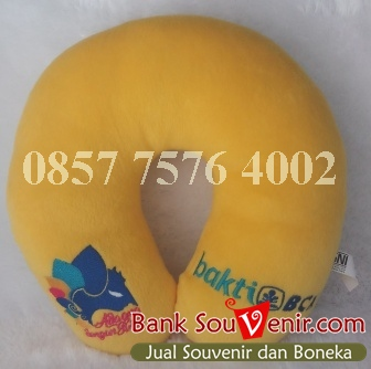 Bantal leher souvenir Bank BCA