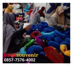 bantal leher bordir di Jakarta Timur